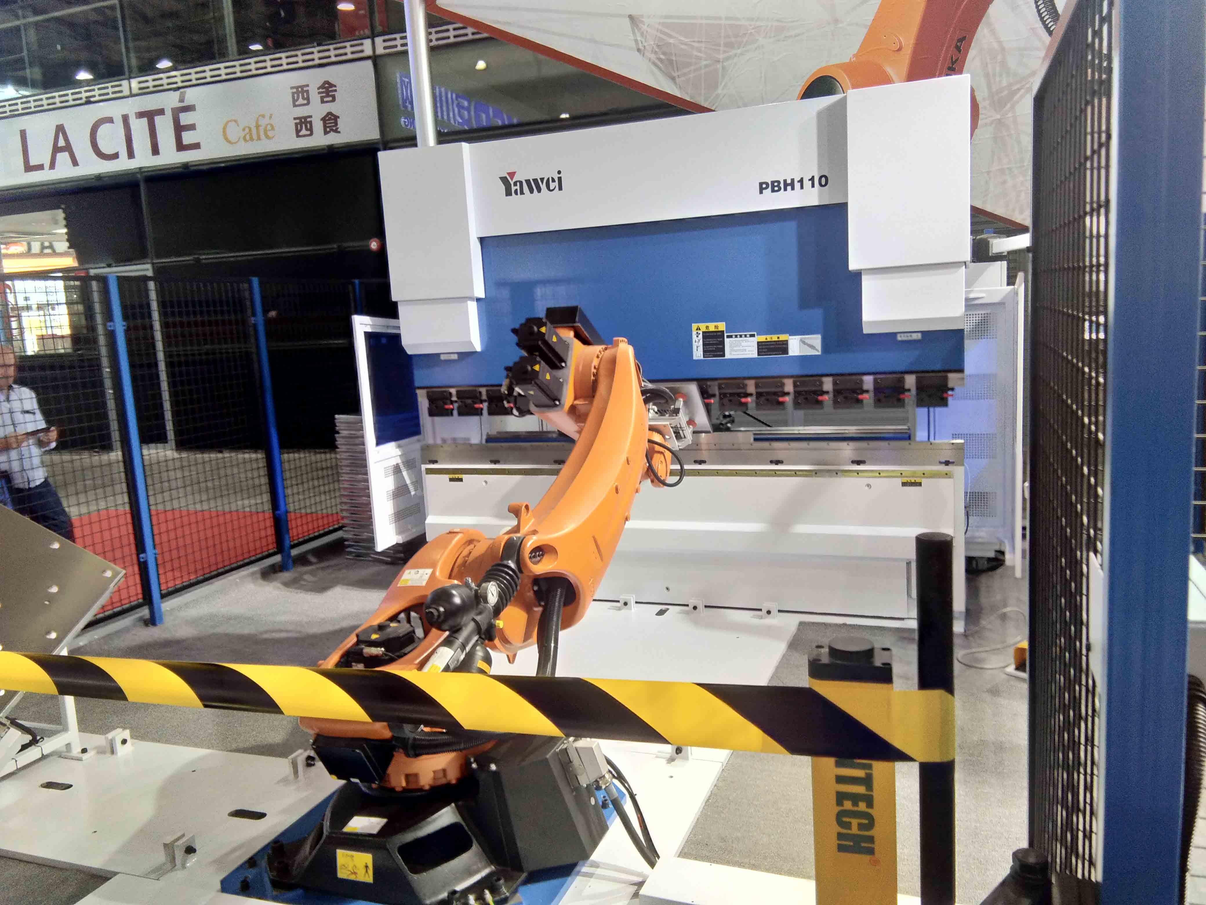 机器人与折弯机的结合1.jpg